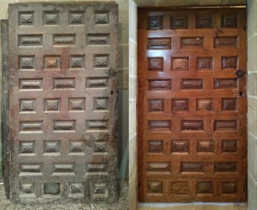 Before and after in the restoration of doors; reception hall door